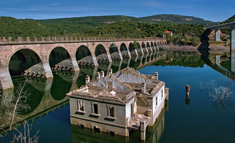 Il parroco e la diga: così don Pietro Casu raccontò in un romanzo la prima grande modernizzazione della Sardegna