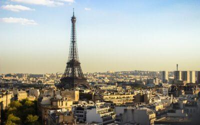 Andare a Parigi e non vedere la Tour Eiffel. I limiti della vita digitale